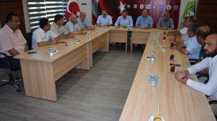 Türkiye - AB Karma İstişare Komitesi (KİK) Türkiye kanadını oluşturan sivil toplum kuruluşları (STK) ; Türk-İş, TESK, Memur-Sen, Hak-İş, TZOB, TİSK, Türkiye Kamu-Sen ve TOBB 15 Temmuz'un yıldönümünde 81 ilde eş zamanlı olarak ortak bir açıklama yaptı.İlçemizde düzenlenen basın açıklamasına Borsamız ev sahipliği yaptı.