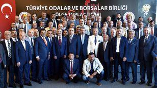 İç Anadolu Bölge Toplantısı Türkiye Odalar ve Borsalar Birliği'nde (TOBB) TOBB Başkanı M. Rifat Hisarcıklıoğlu'nun ev sahipliğinde gerçekleştirildi. Bölge'deki oda ve borsaların başkanları ve genel sekreterlerini biraraya getiren etkinlikte istişarede bulunuldu.