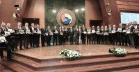 Hizmet Şeref Belgesi ve Plaketleri ile Proje Ödülleri, Türkiye Odalar ve Borsalar Birliği (TOBB) Başkanı M. Rifat Hisarcıklıoğlu'nun ev sahipliğinde Cumhurbaşkanı Yardımcısı Fuat Oktay ve Ticaret Bakanı Ruhsar Pekcan'ın da katılımıyla TOBB Konferans Salonu'nda sahiplerine verildi. 10. Yılını dolduran TOBB Genel Kurul Delegesi Meclis Başkanımız Nazım Sezer'e Hizmet Şeref Belgesi ve Plaketleri Cumhurbaşkanı Yardımcısı Fuat Oktay, Ticaret Bakanı Ruhsar Pekcan ve TOBB Başkanımız Rifat Hisarcıklıoğlu  tarafından  takdim edildi.