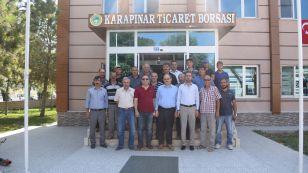 Karapınar Belediye Başkanı Mehmet Yaka ve Karapınar AK Parti ilçe Başkanı Nadi Tartan borsamızı ziyaret ederek çiftçilerle ve tüccarlarla bir araya gelerek sohbet ettiler. Ziyareti Borsamız adına Yönetim Kurulu Başkanımız Nazım Sezer, Yönetim Kurulu Başkan Yardımcımız Ahmet Ulusoy ve Yönetim Kurulu Üyemiz Kerim Kara kabul ettiler.
