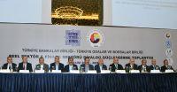 """Türkiye Odalar ve Borsalar Birliği (TOBB) ve Türkiye Bankalar Birliği (TBB) Yönetim Kurulları, Konya'da bir otelde düzenlenen """"TOBB ve TBB Reel Sektör ve Finans Sektörü Diyalog Güçlendirme Toplantısı""""nda bir araya geldi. Konya'daki Oda ve Borsalarımızın ev sahipliğinde,Türkiye Bankalar Birliği ve Türkiye Odalar ve Borsalar Birliği tarafından düzenlenen Reel Sektör-Finans Sektörü Diyalog Güçlendirme Toplantısı'na Borsamız Yönetim Kurulu Başkanı Ahmet Ulusoy, Meclis Başkanı Nazım Sezer, Yönetim Kurulu Üyesi Serdar Uysal, Meclis Üyeleri Selami Ersoy, Halil Sayar ve Aziz Ecer katıldı."""